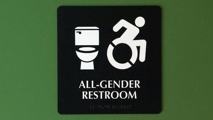 Obama: Schools must allow transgender bathroom use