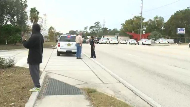 Hostage situation reported at Jacksonville, Florida bank; SWAT on scene