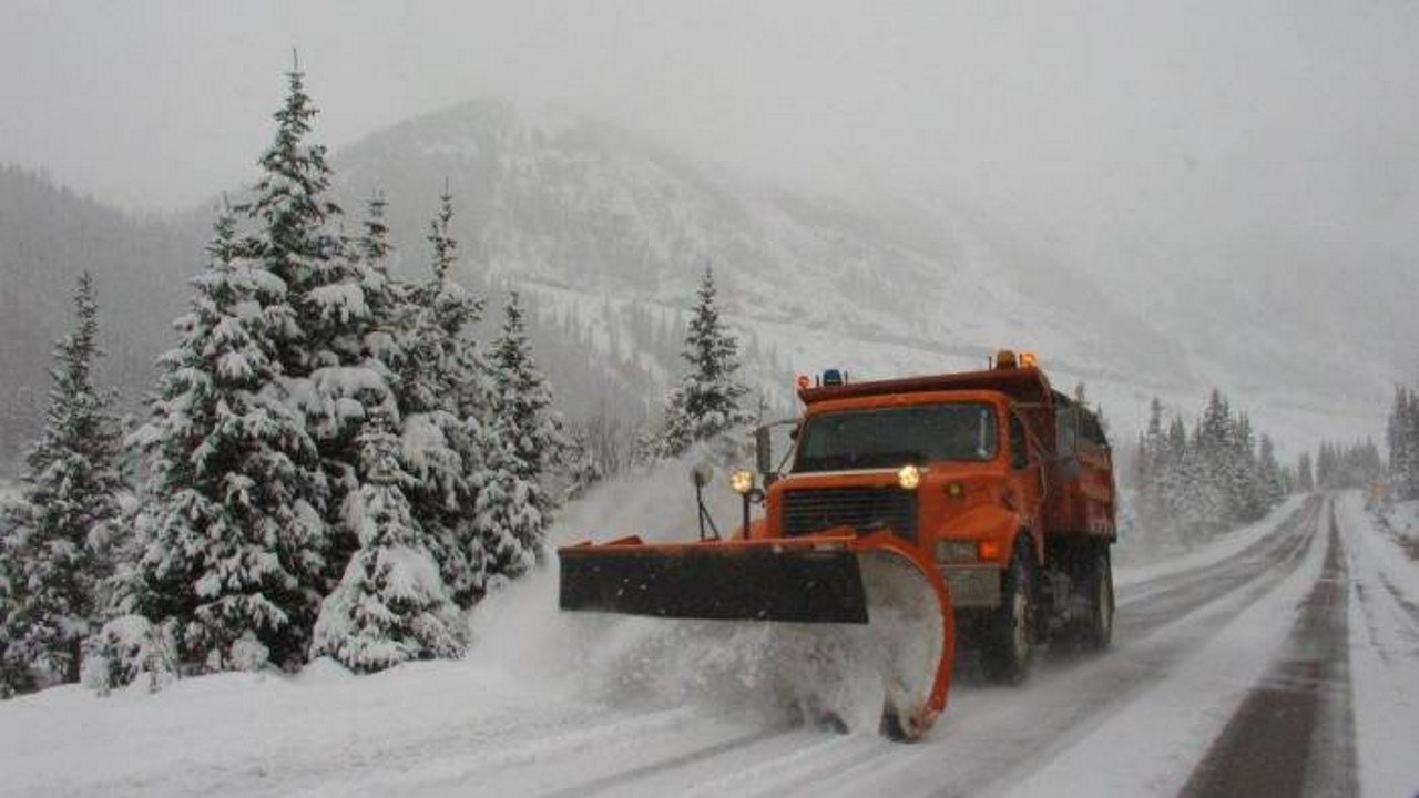 Snowplows on Highway 50 (Monarch Mountain)