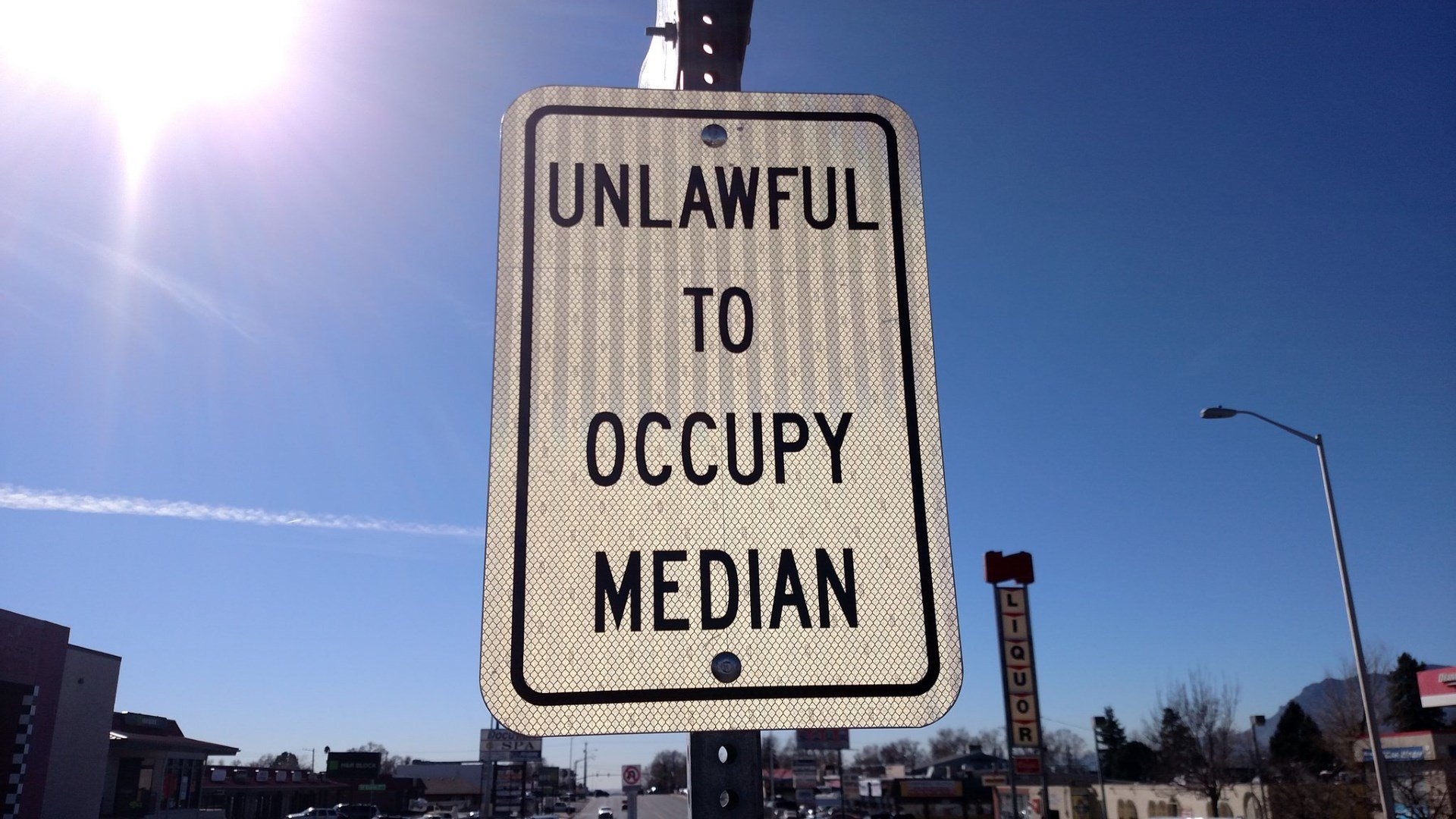 Colorado Springs starts installing signs for new median safety ordinance. (KOAA)