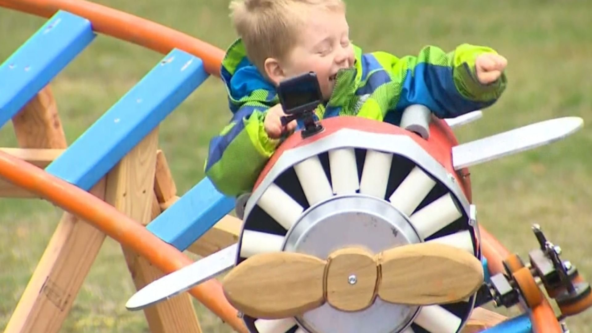 Navy pilot teams up with Boeing engineer to build and design an inspiring backyard roller coaster for his 3-year-old son. (KING)