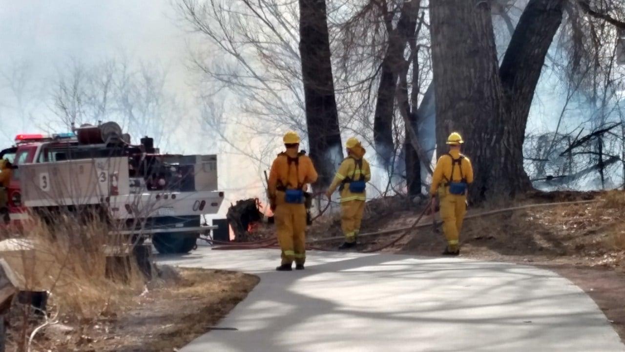 Fire crews work a grass fire along I-25 (March 6 - KOAA)