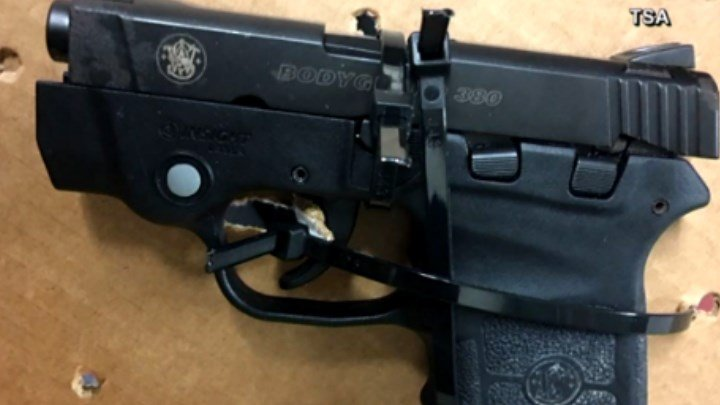 TSA photo of .380 Smith & Wesson Bodyguard found in the carry-on luggage of a Southwest Airlines pilot.