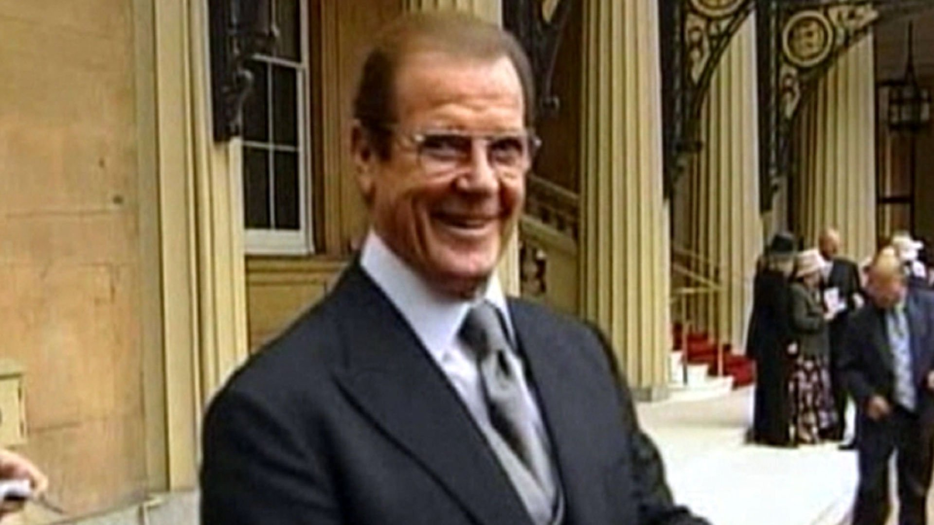 Sir Roger Moore, the movie star who played James Bond, has died after a brief bout with cancer.