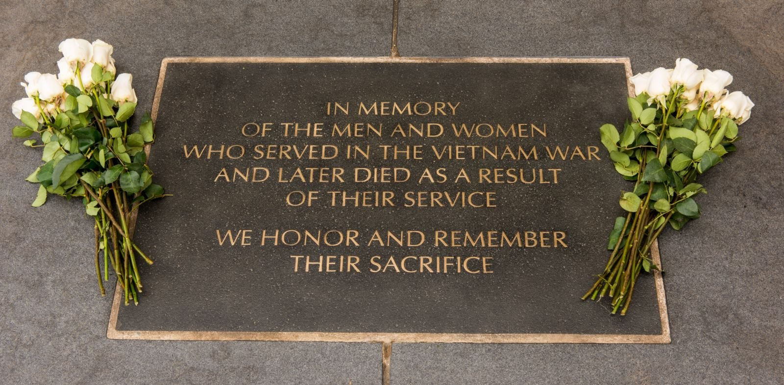 Plaque that honors Vietnam Veterans not eligible to be on The Wall.