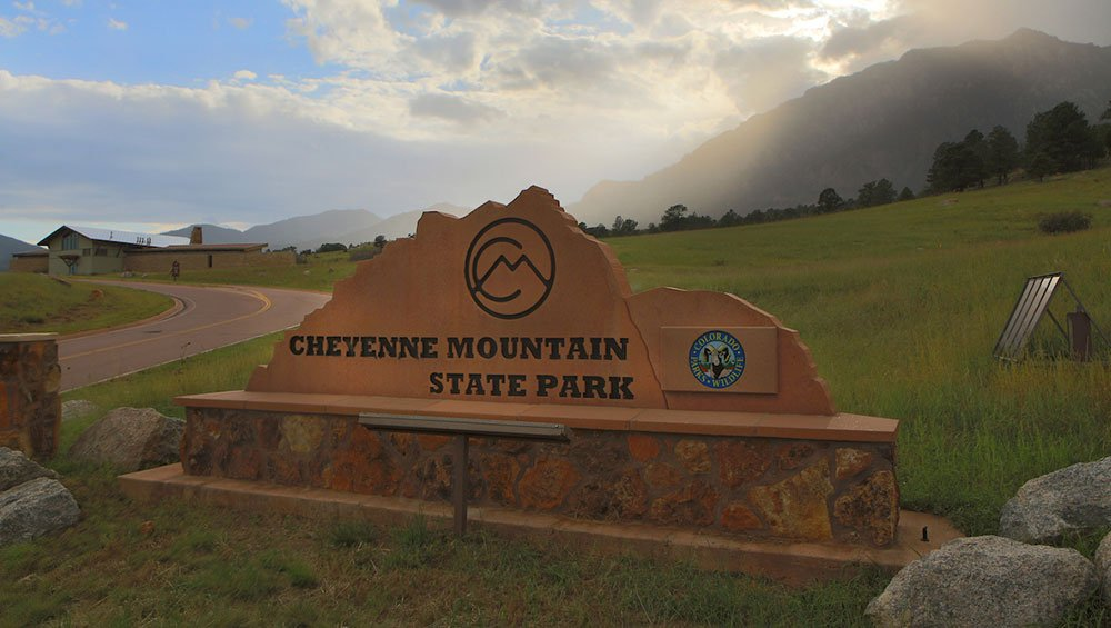 Sign in front of Cheyenne Mountain State Park.