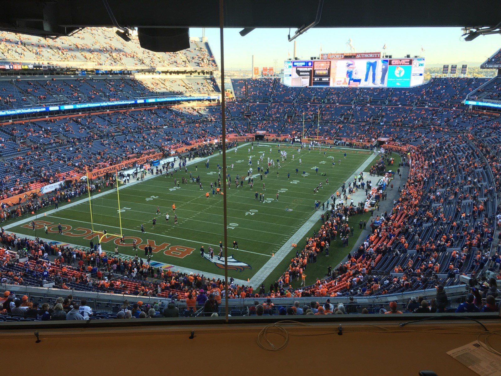 Pre-game warm ups for the Giants and Broncos before their Sunday night game on Oct. 15, 2017.