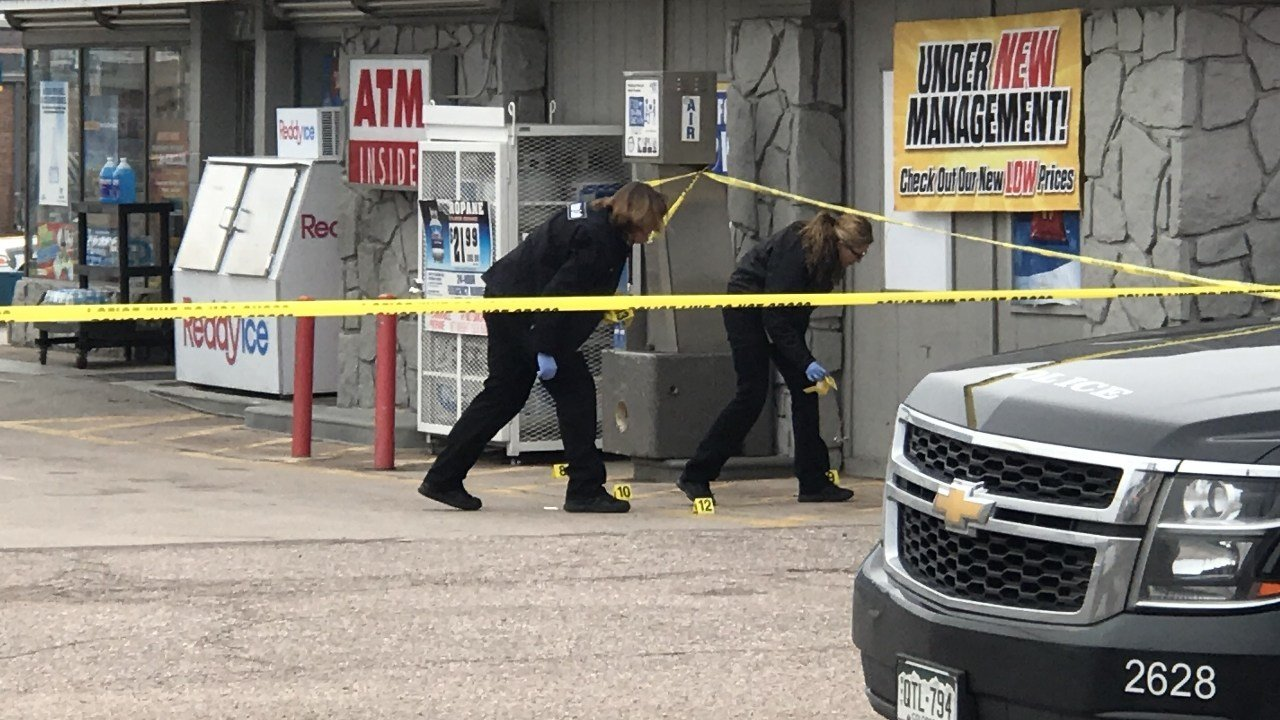Colorado Springs Police investigate the robbery of a Valero store on Nov 8, 2017 (KOAA)