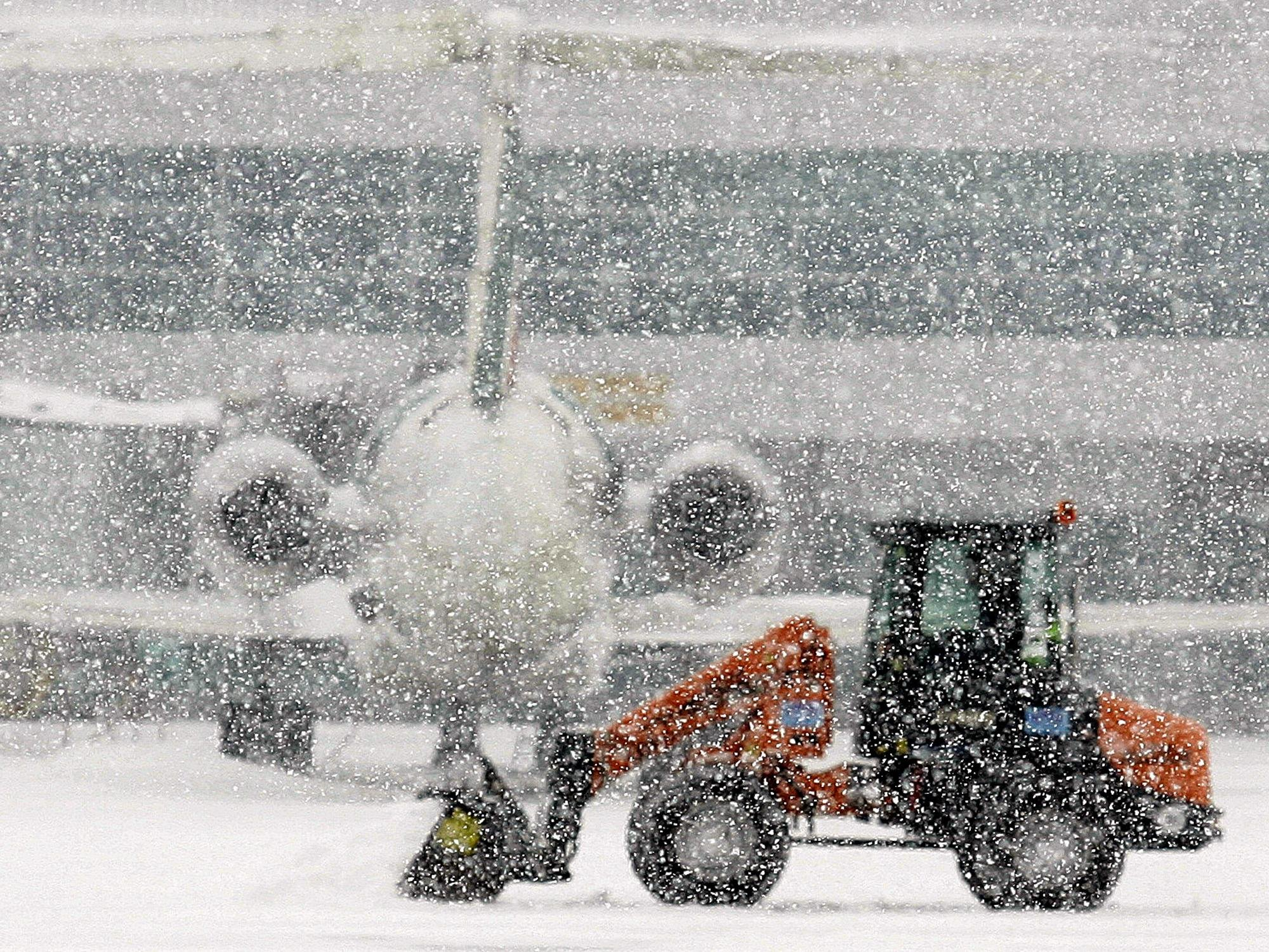 East Coast blizzard cancels dozens of flights in sunny Los Angeles
