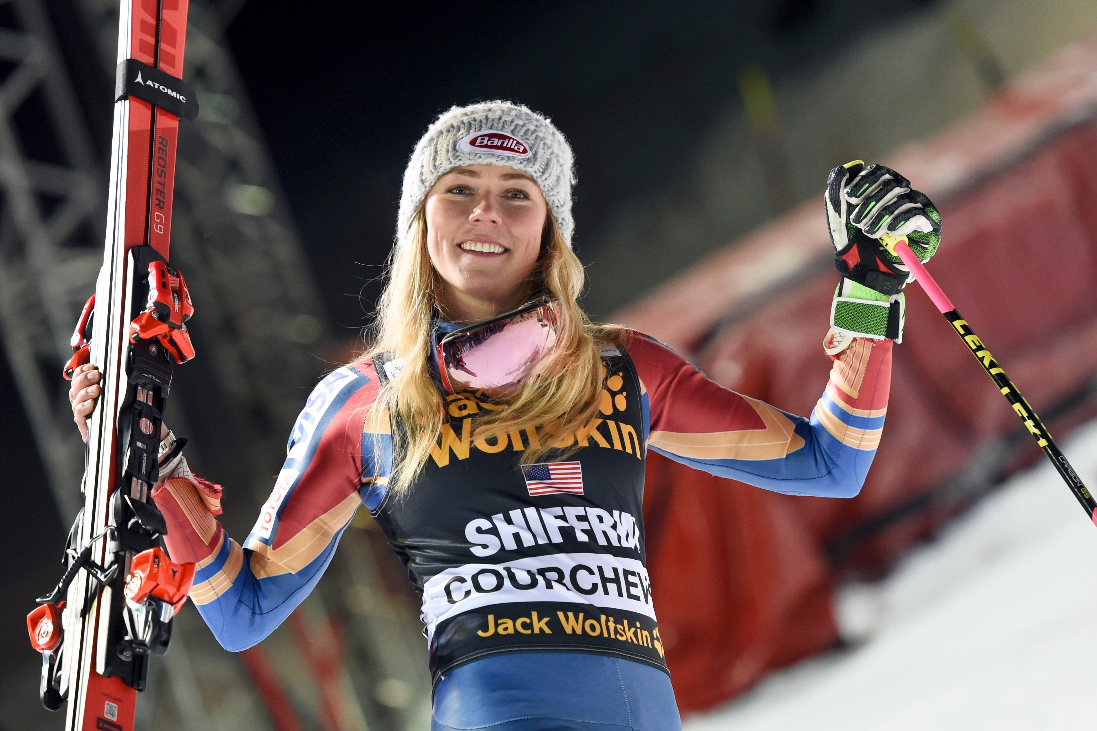 Shiffrin leads World Cup slalom, closes on 40th career win
