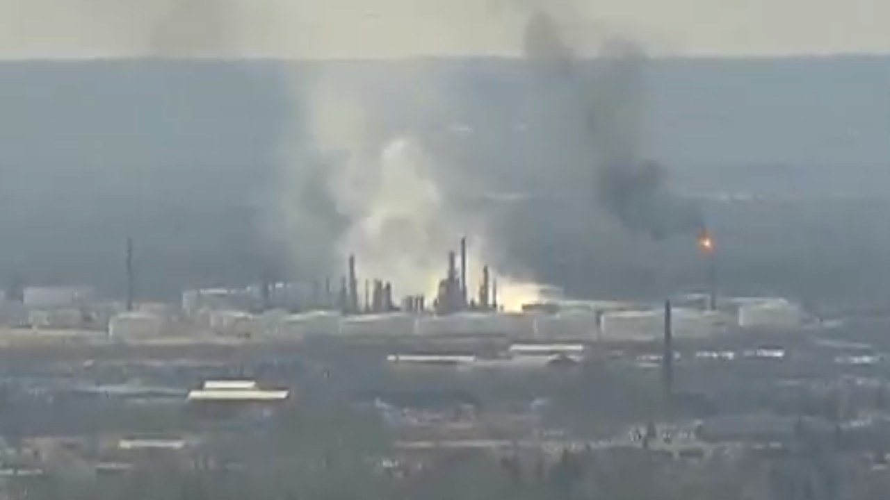 Explosion rocks Wisconsin refinery, several injuries reported
